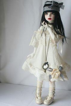 https://flic.kr/p/8Pb5w6 | Ma nouvelle chouchoutte Suzon, et une nouvelle robe pour antiK FabriKs