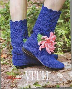 Dá uma olhada que coisa mais graciosa! Fonte: Журнал Мод № 567 Crochet Slipper Boots, Crochet Shoes, Crochet Slippers, Dress Patterns, Crochet Patterns, Zhurnal Mod, Irish Lace, Crochet Accessories, Fingerless Gloves