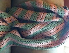 Boxy Blanket, free pattern by Kelli Wright.  Very easy pattern, nice for warmer months.   . . . .   ღTrish W ~ http://www.pinterest.com/trishw/  . . . .  #crochet #afghan #throw