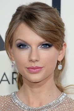 Taylor Swift at the 2014 Grammy Awards: http://beautyeditor.ca/2014/01/27/grammys-2014/