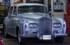 Silver Cloud III oh if only, it's so beautiful, the last big Roller. Rolls Royce Black, Classic Rolls Royce, Vintage Rolls Royce, Rolls Royce Silver Cloud, Classic Cars British, Best Classic Cars, Bentley Rolls Royce, Rolls Royce Motor Cars, Donk Cars