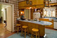 love Betty Draper's kitchen #retro