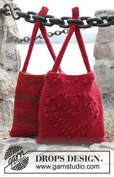 Twee tassen: Gehaakte DROPS tas met hart en een gehaakte DROPS tas met strepen van Alaska en Vivaldi of Alaska en Brushed Alpaca Silk.