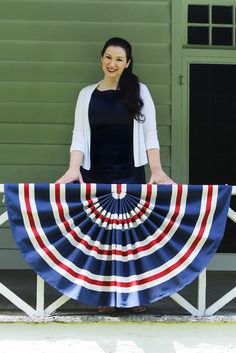 Celebrate Flag Day on June with the these 14 fabulous US Flag Craft Ideas! These Patriotic Crafts for adults include step by step tutorials! Patriotic Bunting, Patriotic Wreath, Patriotic Crafts, Autumn Decorating, Decorating Your Home, Happy 4 Of July, Fourth Of July, Holidays In America, Diy Wand