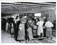 Child labor in Maryland oyster cannery (1900-1937)