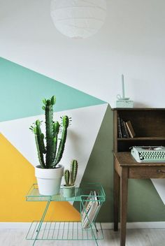 Paredes pintadas con triángulos Walls painted with triangles, fill your walls with triangles, photos of walls decorated with triangles, inspiration, trend decoration walls Geometric Wall Paint, Geometric Wallpaper, Wall Paint Patterns, Painting Patterns, Mint Walls, Block Wall, Home Office Furniture, Diy Wall Art, Cool Walls