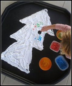Do your kids love Christmas Trees and playing with Shaving Foam? Combine the two and decorate a Tuff Spot Christmas Tree Messy Play activity. Christmas Activities For Toddlers, Preschool Christmas, Christmas Crafts For Kids, Xmas Crafts, Christmas Baby, Preschool Crafts, Christmas Themes, Childrens Christmas, Preschool Science