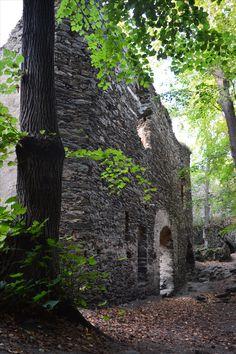 Nový Hrádek u Lukova, obytný palác na nádvoří staršího hradu.