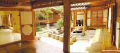 Traditional Korean courtyard house   http://asiaenglish.visitkorea.or.kr/ena/SI/SI_EN_3_6.jsp?cid=309720