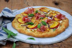 Pizza  med  nektarin,  brie