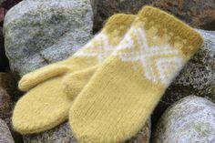 Ravelry: Marius tova votter free pattern by Sandnes Garn Knitted Mittens Pattern, Knit Mittens, Knitted Gloves, Knitting Patterns, Crochet Patterns, Wrist Warmers, Hand Warmers, Fair Isle Knitting, Baby Knitting