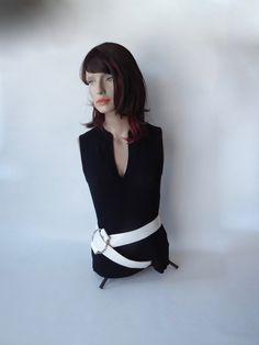 Femme Ceinture Hot Topic blanc sur blanc ceinture cloutée moyen NOUVEAU