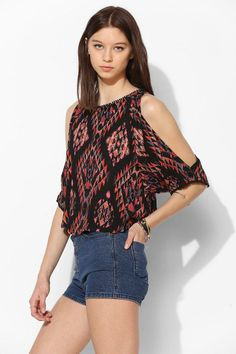 Ecote Mila Cold Shoulder Top #urbanoutfitters