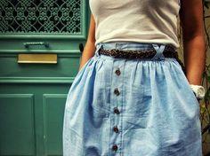 Bon voilà ENFIN le tuto finalisé de la fameuse Buttoned Skirt ! Pile poil pour le week end ! Elle est pas belle la vie ?! ;) Alors j'espère que le tuto sera clair, car je n'ai pas mis de photos de ...