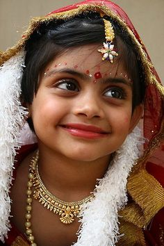 olhos - eyes Gold not only for adults...Travel in incredible India with www.nomadaytravel.com