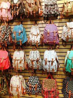 Bagpacks (nie wiem czemu, ale takie plecaki mi się po prostu podobają, Modne są i w ogóle i nie pojemne, a chciałabym plecak podobny, ale pojemny na weekendy)