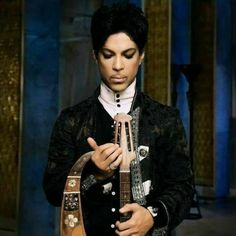 Prince Photos Music Heart, My Music, Purple Love, Shades Of Purple, Prince When Doves Cry, Photos Of Prince, Roger Nelson, Prince Rogers Nelson, Being Good