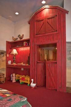 Farm themed kid's room with red play barn :: pic 1 of 2 Kinderzimmer zum Thema Bauernhof mit roter Spielscheune :: Bild 1 von 2
