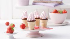 Ein leichtes Rezept für Waffelbecher mit Erdbeercreme - so schmeckt der Sommer!