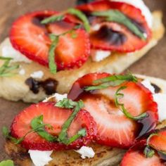 A perfect dish for a quick and easy appetizer or snack, Strawberry Goat Cheese Bruschetta Recipe is fresh, fruity, light and healthy bruschetta with succulent strawberries and tangy goat cheese. Fruit Appetizers, Appetizer Dips, Appetizers For Party, Appetizer Recipes, Goat Cheese Bruschetta Recipe, Goat Cheese Recipes, Strawberry Bread, Strawberry Filling, Quick And Easy Appetizers