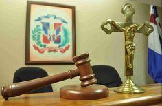 Condenan hombre a 5 años de prisión por exhibirse desnudo en centro educativo
