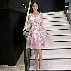 Κοκτέιλ Πάρτι Φόρεμα Γραμμή Α Σχήμα U Μέχρι το γόνατο Δαντέλα / Τούλι με Διακοσμητικά Επιράμματα / Δαντέλα / Ζώνη / Κορδέλα – EUR € 68.59