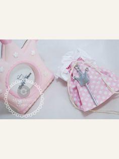 Κέρασμα γέννας κορώνα με στράς σε πουγκάκι ροζ με λευκό πουά