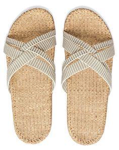 Str.: almindelig i pasform Shangies er et nyt, unikt og stilrent sandalbrand designet til det gode liv, så dine fødder kan føle sig godt tilpas og afslappede -