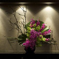 Floral designs for a corporate event with a Japanese VIP guest list. Ikebana Arrangements, Modern Floral Arrangements, Ikebana Flower Arrangement, Flower Arrangements, Art Floral, Deco Floral, Flower Centerpieces, Flower Decorations, Tall Centerpiece