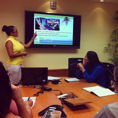 Que ótimo!   Today our #marketing specialist Mariana is teaching us Brazilian culture in our Portuguese class!