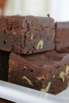 The Ultimate Fudgy Homemade Brownies...add your choice of nuts to the recipe.  They are not included in the recipe, but are shown in the picture.  I prefer pecans. - Cocinando con Alena