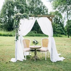 LUV BRIDAL | Sweet Signing table #LuvBridal #Wedding #Ceremony #Backdrop #Outdoor