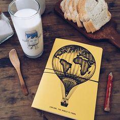 Merienda de jueves, ultimando detalles para el próximo destino VC. Explorar, descubrir, volar  Llevá tu Vincent de viaje.  VincentCousteau.com.ar (link en perfil)  #notebook#viajar#explorar#volar#soñar#destino#globo#mundo#merienda#teatime#globe#world#dorwork#plan#dream#travel#escribir#dibujar#bocetar#checkin#explore#trip#wanderlust#jueves#path#print