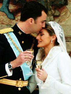 Felipe e Letizia di Spagna............http://www.pinterest.com/pincipealberto/bodas-reales-royal-weddings/