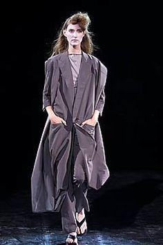Yohji Yamamoto Spring 2001 Ready-to-Wear Fashion Show Collection
