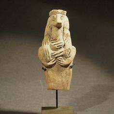 Fragment of an idol, double necklace, long braids and knot, type Selenkahiye. Height: 9 cmSyria, 2000 B.C.