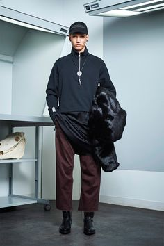 Siki Im presented its Fall/Winter 2017 collection during New York Fashion Week Men's. Winter 2017, Fall Winter, Autumn, Sustainable Looks, Urban Fashion, Mens Fashion, Urban Cowboy, Student Fashion, Winter Collection