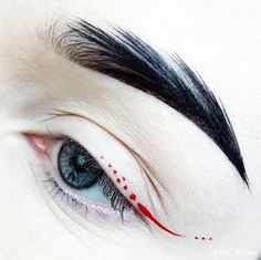 @suvabeauty Dark Humor hydra base on the brow, Cherry bomb hydra liner as the liner #eyeart