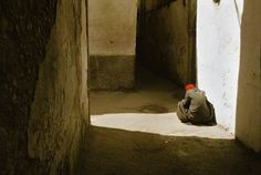 Ramparts & fortified walls of the city, Essaouira, Morocco, 1976 - by Harry Gruyaert Belgian Film Photography, Street Photography, Landscape Photography, Cinematic Photography, Inspiring Photography, Contemporary Photography, Contemporary Art, Magnum Photos, Photographer Portfolio