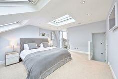 L-shaped loft conversion wimbledon modern style bedroom by homify modern Here you will find photos of interior design ideas. Get inspired! Loft Room, Bedroom Loft, Home Decor Bedroom, Bedroom Furniture, Master Bedroom, Bedroom Ideas, Extra Bedroom, Bedroom Wall, Bedroom Carpet