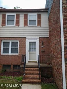 LISTED AND SOLD SIMULTANEOUSLY. 3 BEDROOM, 2 FULL BATH TOWNHOUSE WITH FINISHED BASEMENT. NEEDS TLC BUT IN OVERALL GOOD CONDITION. HURRY!