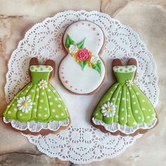 Pretty sundresses! Mother's Day Cookies, Paint Cookies, Summer Cookies, Iced Cookies, Cute Cookies, Birthday Cookies, Cookie Icing, Royal Icing Cookies, Bolacha Cookies