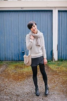 Printemps/Automne Sweat French Connection (vu ici) Jupe American Vintage (vue ici) Bottines Bruno Premi Sac Folklo by Ka (vu ici) Echarpe Aiayu et bague Aoko Su Preppy Mode, Preppy Style, Style Me, Fall Winter Outfits, Autumn Winter Fashion, Gamine Winter Outfits, Fashion Mode, Fashion Outfits, Womens Fashion
