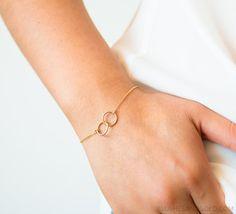 Bracelets For Ladies: Circle Bracelet, Friendship Bracelets, Perfect Wedding Gift, Interlocking Bracel. Gold Gold, Gold Ring, Bracelet Sizes, Pearl Bracelet, Gold Armband, Mothers Bracelet, Hand Chain, Thing 1, Personalized Bracelets