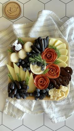 Deli Platters, Party Food Platters, Food Trays, Cheese Platters, Charcuterie Gifts, Charcuterie Recipes, Charcuterie And Cheese Board, Recipes Appetizers And Snacks, Cheese Appetizers