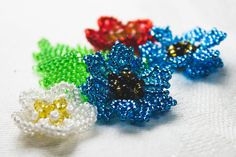 Seed bead jewelry Cornflowers Bead ~ Seed Bead Tutorials Discovred by : Linda Linebaugh Seed Bead Jewelry, Bead Jewellery, Seed Beads, Beaded Jewelry, Beaded Necklaces, Perler Beads, Seed Bead Flowers, Beaded Flowers, Beading Projects