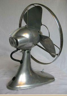 Vintage Australian Taifun Fan Antique Fans, Vintage Fans, Art Deco Design, Retro Design, Retro Fan, Steampunk Furniture, Old Fan, Vintage Appliances, Electric Fan