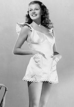 La bella, magistral y estrella de #Hollywood la #Actriz #RitaHayworth en antigua foto ...