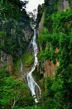 Kamikawa-cho, Hokkaido, Japan Plan My Trip, Memoirs Of A Geisha, Lush Garden, Nihon, Amazing Pictures, Caves, Japan Travel, Waterfalls, Wonders Of The World