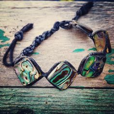 плетеный браслет; материал: галиотис, шнур вощенный #браслет #хендмейд #handmade #bracelet #украшения #украшенияручнойработы #handmadejewelry #jewelry #jewellery